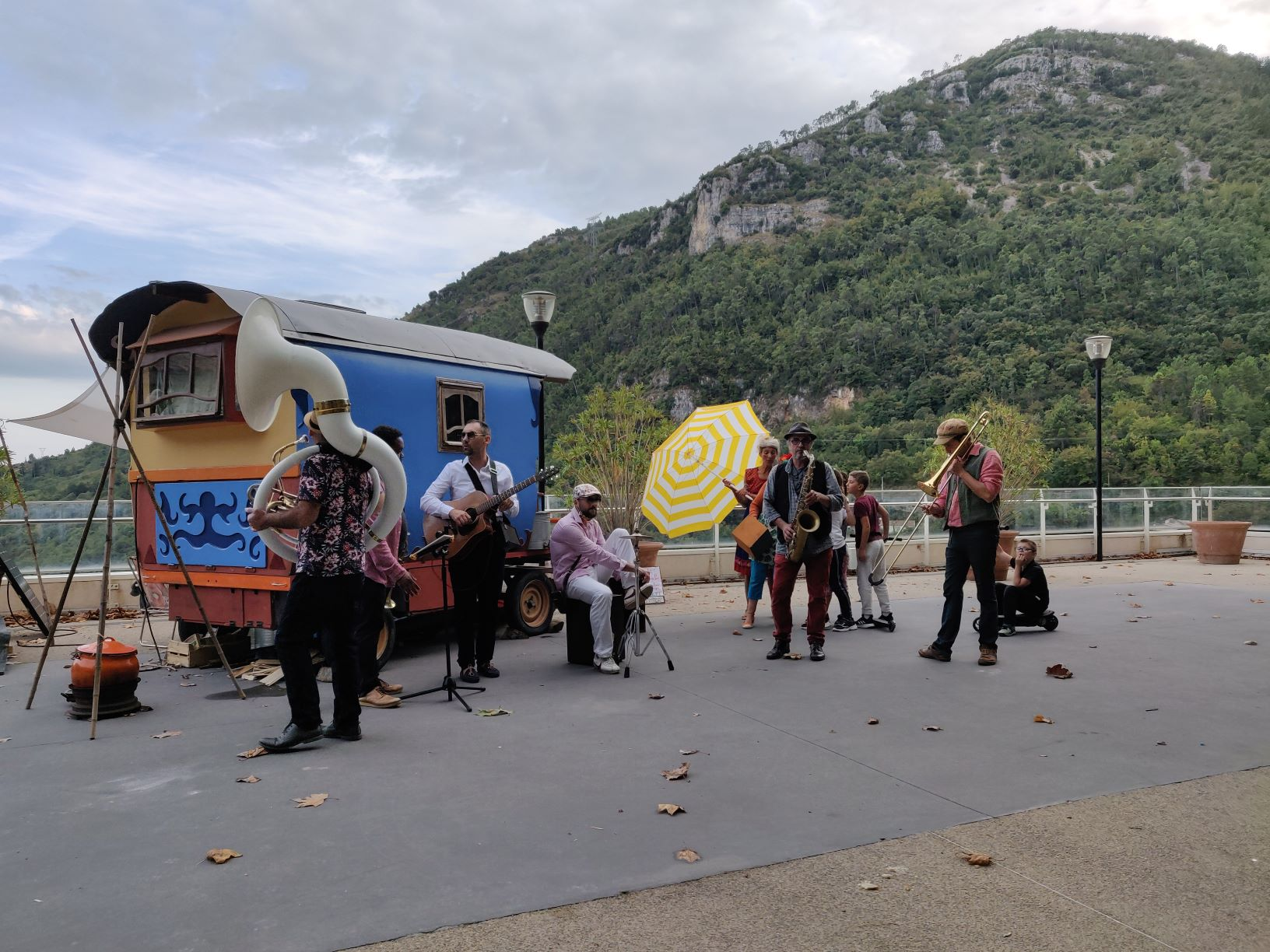 roulotte spectacles 2020 compagnie théâtre de la terre Ariège