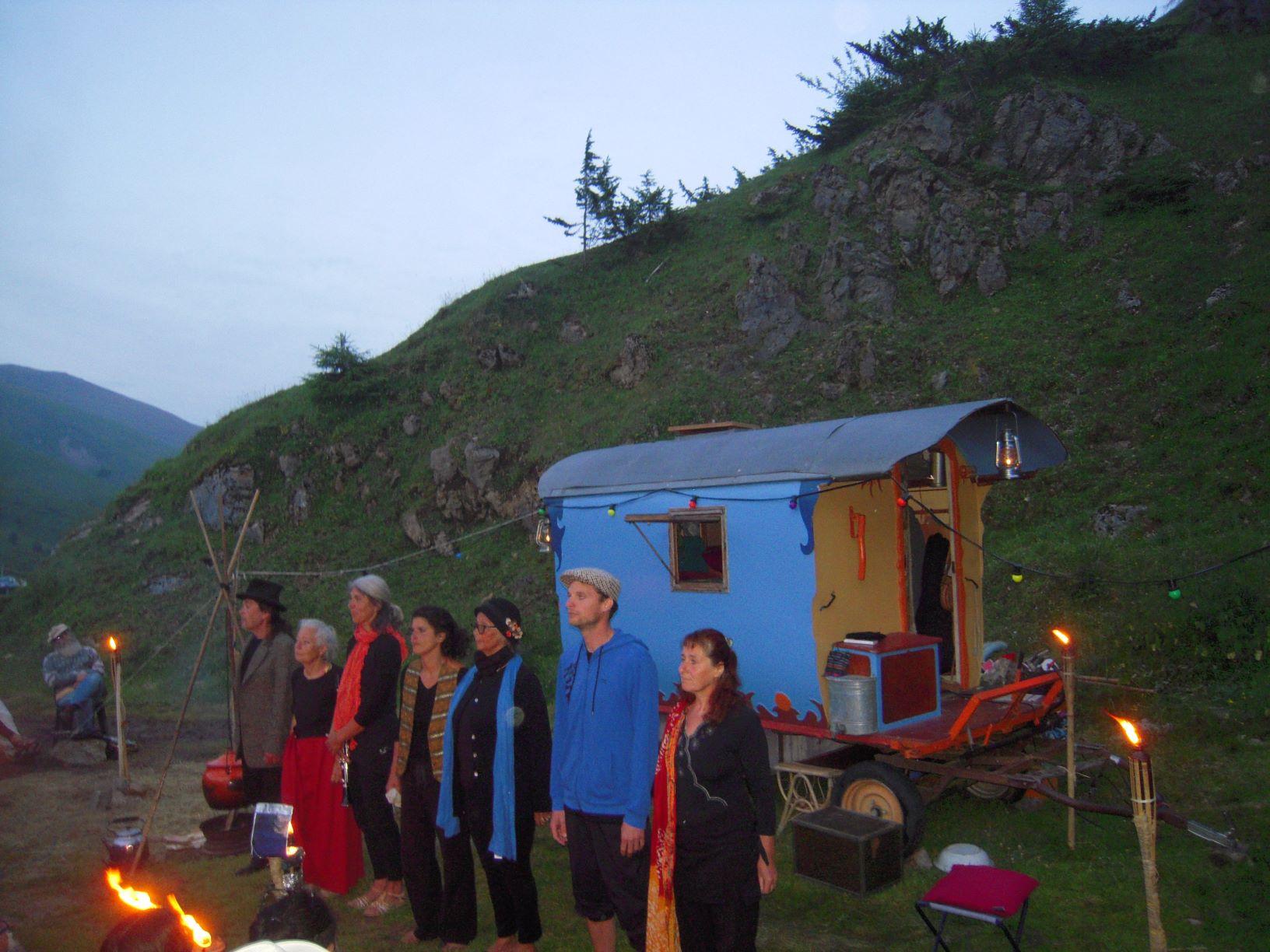 entre 2 mondes creation collective citoyenne - theatre de la terre- ariège
