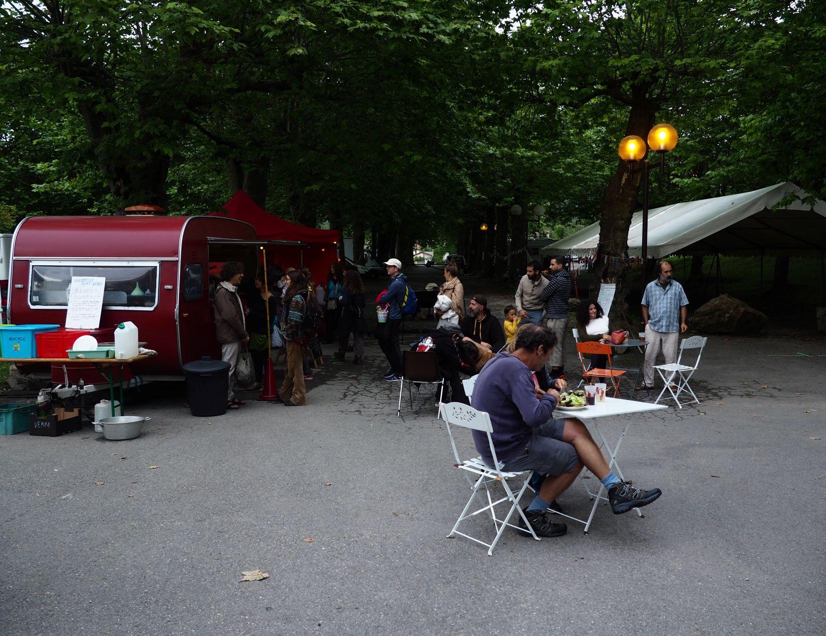 roulott'spectacles; theatre de la terre ; Ariège Massat.