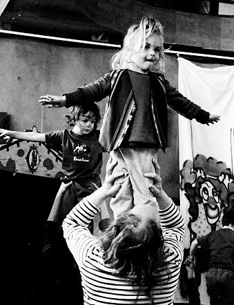 atelier cirques théâtralisé. avec Vanessa Fitoussi. theatre de la terre. Ariège